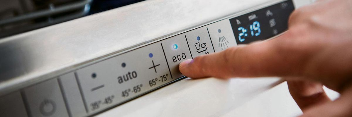 Mogen pannen door de vaatwasmachine afgewassen geworden?