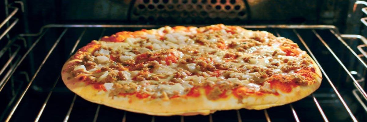 Hoe bak je meerdere pizza's tegelijk in de oven?
